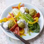 Salade de falafels et sauce tzatziki